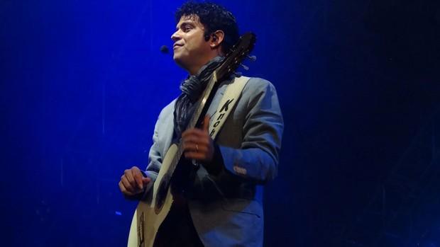 Jorge Vercillo encantou a plateia da Praça Guadalajara com seus sucessos. (Foto: Gabriela Alcântara / G1 PE)