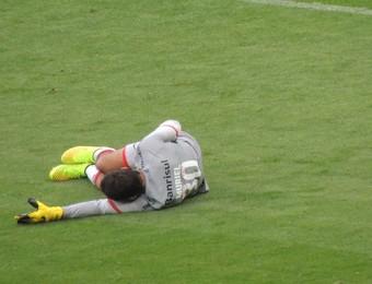 Muriel sente lesão na virilha (Foto: Tomás Hammes / GloboEsporte.com)