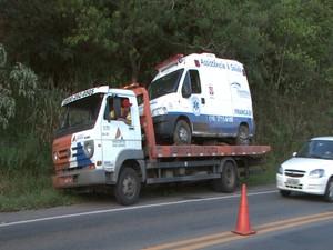 Acidente MG-050 Formiga Ambulância (Foto: TV Integração/Reprodução)