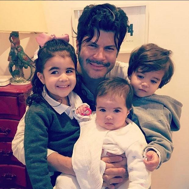 Paulo Ricardo com os filhos Isabela, Luís Eduardo e Diana (Foto: Instagram/ Reprodução)