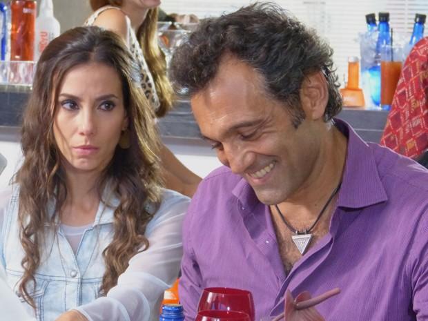 Zyah não nega pedido de amigo e aceita  (Foto: Salve Jorge/TV Globo)