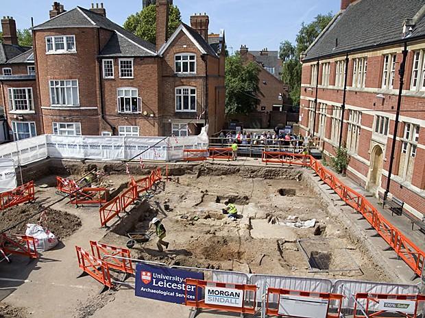 Antes da construção do estacionamento, mosteiro franciscano funcionava no local (Foto: Universidade de Leicester)