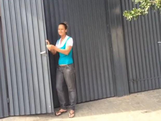 Roseimeira Artimundo é vizinha do imóvel alugado pelo sequestrador: 'Só dava 'bom dia'' (Foto: Kleber Tomaz / G1)