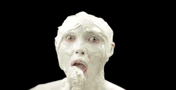 Cena do anúncio publicitário 'medonho' da Little Baby's Ice Cream (Foto: Reprodução)