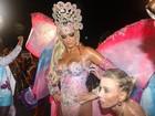 Veja fotos de Ellen Rocche, rainha de bateria da Rosas de Ouro, no desfile da escola