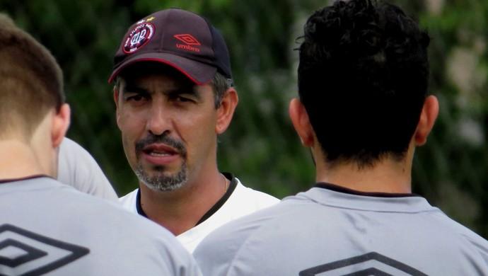 Marcelo Vilhena, técnico do Sub-23 do Atlético-PR (Foto: Fernando Freire)