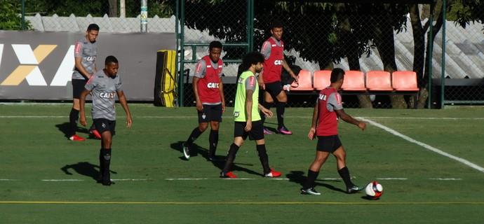 Luan treina com os companheiros do Atlético-MG (Foto: Rafael Araújo)