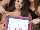 Ao lado da filha, Cristiana Oliveira participa de evento beneficente