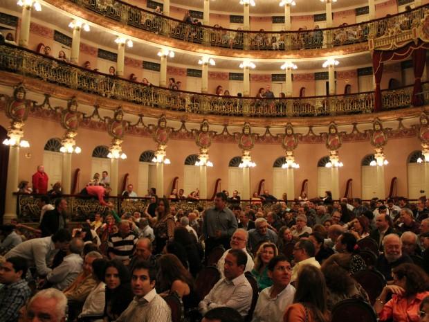 Shows de Pedro Lobo e Fabio Concato lotaram o Teatro Amazonas (Foto: Tiago Melo/G1 AM)