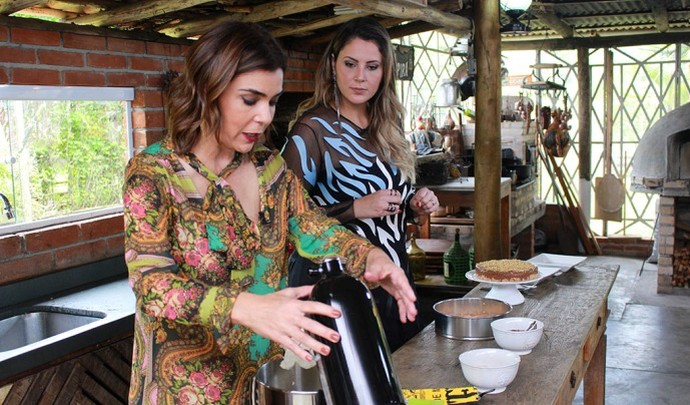 A jornalista ensinou fazer cheesecake de nutella (Foto: Reprodução TV Diário / Nicolas Puglisi)