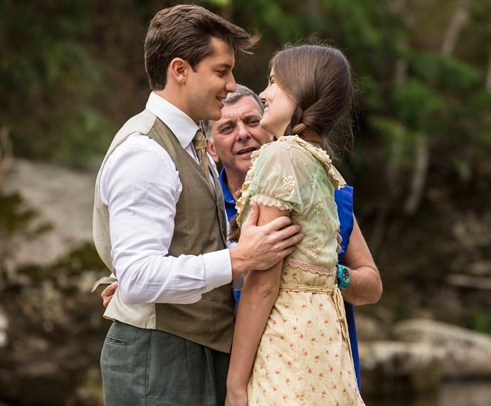 Camila Queiroz e Klebber Toledo gravam cena romântica de 'Êta mundo bom', sob a direção de Jorge Fernando (Foto: Inácio Moraes/Gshow)