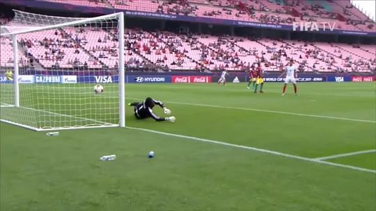 Com gol contra bizarro do meio-campo, Inglaterra só empata com Guiné