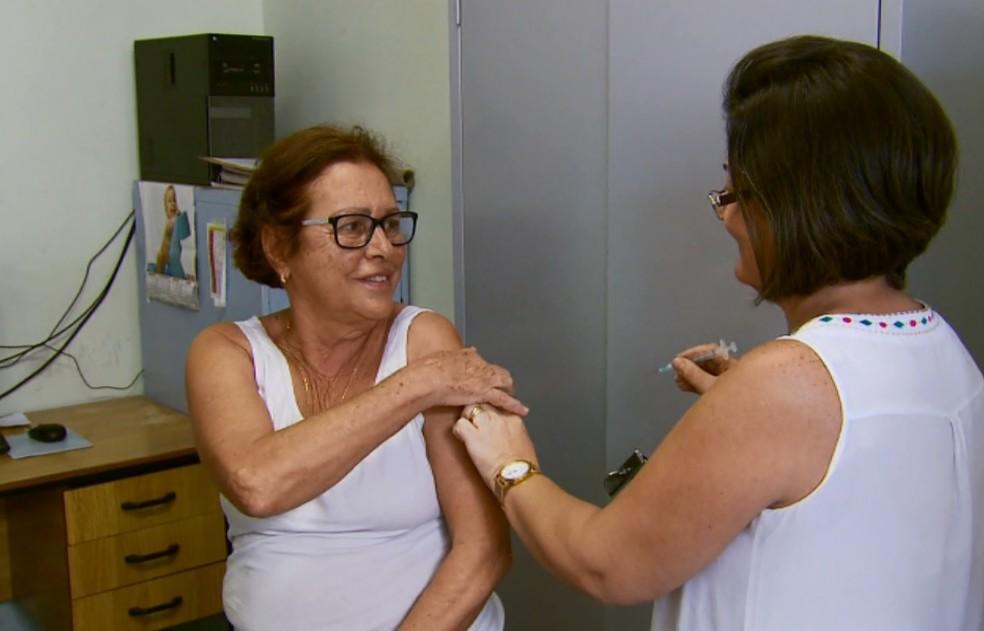 Em 2016, campanha contra a gripe chegou a ser antecipada; neste ano, vacinação vai até 26 de maio (Foto: Reprodução/EPTV)