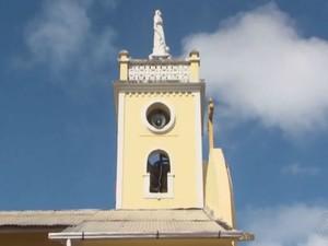 Badaladas dos sinos são reproduzidas de hora em hora na igreja  (Foto: Reprodução / TV Bahia)