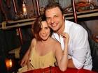 Fernanda Vasconcellos e Cássio Reis curtem férias em hotel cinco estrelas