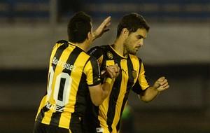 Luis Aguiar gol Peñarol (Foto: EFE)