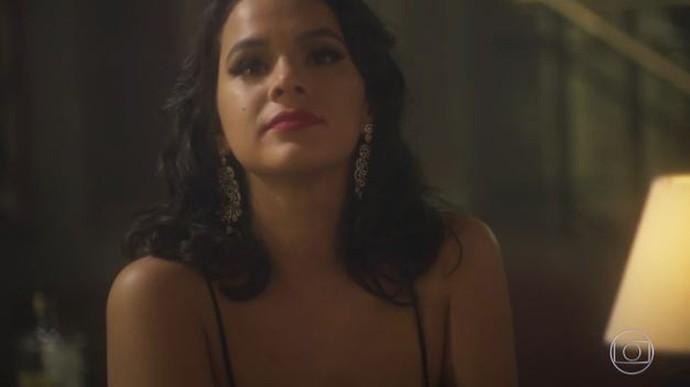 Beatriz fica admirada com Davi (Foto: TV Globo)