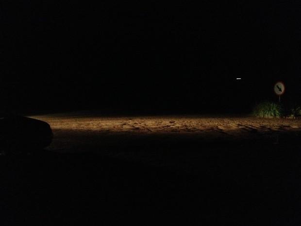 As ruas de Boa Vista eram ilumidas pelos faróis dos carros (Foto: Marcelo Marques/ G1 RR)