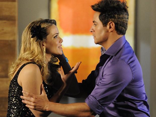Rosário adora  e ganha um novo melhor amigo (Foto: Cheias de Charme / TV Globo)