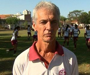 Douglas Onça, técnico do time feminino da Ferroviária (Foto: Clausio Tavoloni/EPTV)