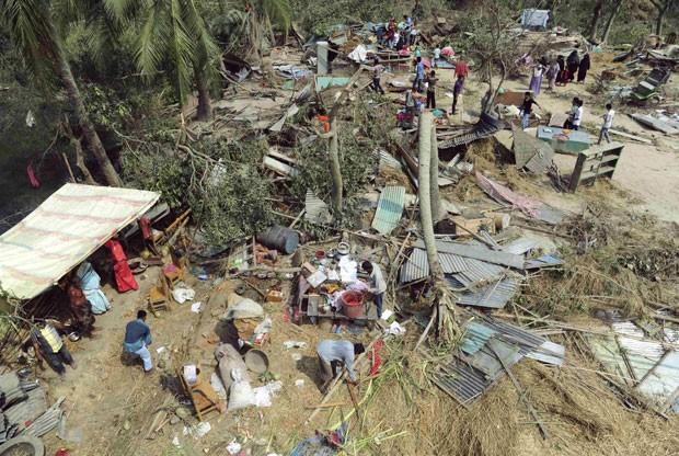Tornado em Bangladesh matou 20 pessoas e deixou feridos (Foto: Reuters)