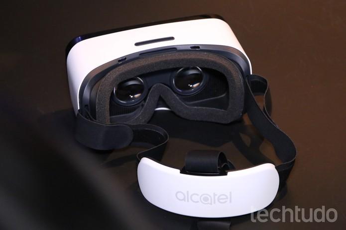 Óculos de realidade virtual da Alcatel acompanha o Idol 4S na caixa e lembra o Gear VR (Foto: Fabrício Vitorino/TechTudo)