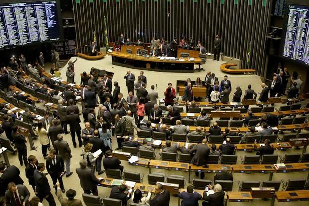 Câmara dos deputados em dia de votação (Foto: Agência Brasil)