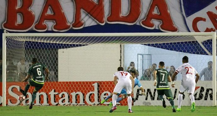 Reinaldo Chapecoense x Nacional (Foto: REUTERS/Diego Vara)