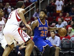 Derrick Rose em ação pelos Knicks na pré-temporada da NBA (Foto: Reuters)