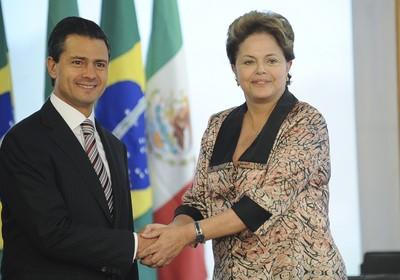 O presidente eleito do México, Enrique Peña Nieto, e a presidenta Dilma Rousseff, durante encontro no Palácio do Planalto (Foto: Fabio Rodrigues Pozzebom/ABr)