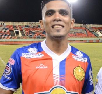 Ismael, atacante do Plácido de Castro, e Joel, volante do Atlético-AC (Foto: Reprodução/GloboEsporte.com)