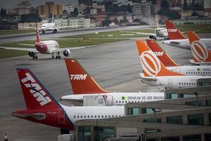 Trabalhadores e companhias aéreas fecham acordo sobre reajuste salarial