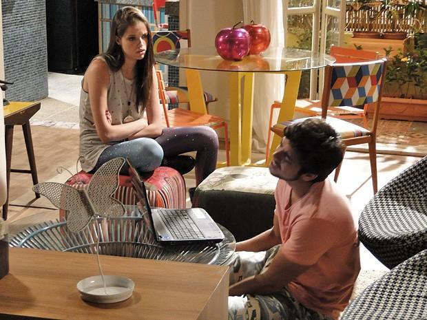 Ju dá uma de conselheira amorosa com Bruno: 'Qualquer uma, menos a Fatinha!' (Foto: Malhação / TV Globo)