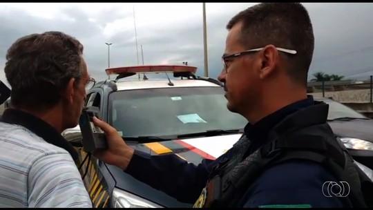Idoso é flagrado dirigindo ambulância embriagado na BR-153, em Goiás