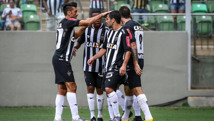 Dátolo comemora gol do Atlético-MG com os companheiros (Foto: Bruno Cantini /Flickr do Atlético-MG)