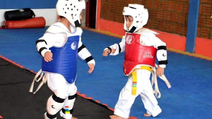 Disciplina e diversão: Pequenos lutadores dedicam-se ao Taekwondo  (Foto: Nathacha Albuquerque)