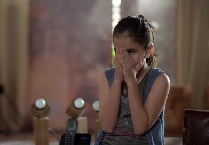 Chiara fica com medo da atitude da mãe (Foto: TV Globo)
