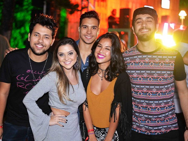 Yanna Lavigne, Polliana Aleixo e Miguel Romulo com amigos em festa no Rio (Foto: Ari Kaye/ Divulgação)