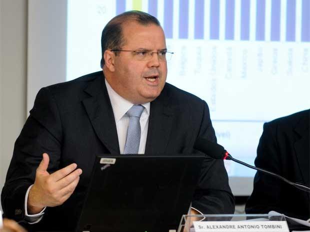 Tombini fala à Comissão de Assuntos Econômicos do Senado nesta terça-feira (12) (Foto: Ana Volpe/Agência Senado)
