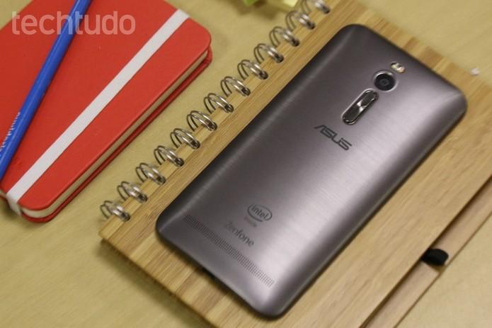 Zenfone 2 oferece tela com maior resolução do que rival, com Full HD (Foto: Lucas Mendes/TechTudo)