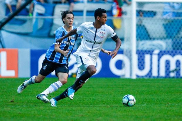 Jô, atacante do Corinthians, durante partida contra o Grêmio pelo Campeonato Brasileiro de 2017 (Foto: Lucas Uebel/Getty Images)