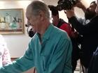 Escritor Bariani Ortencio passa mal ao lançar livros e é levado ao hospital