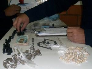 Drogas e dinheiro apreendidos pela GM de Sorocaba (Foto: Guarda Municipal de Sorocaba)