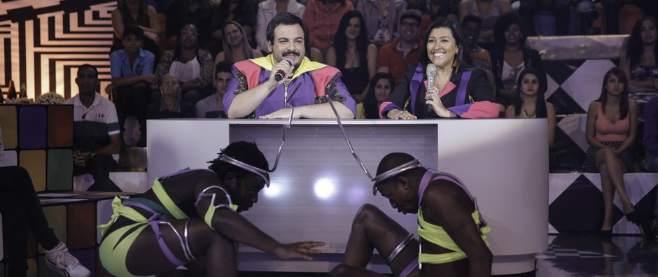 Mumu e Douglas aprontam em abertura feita por Regina e Lobianco (João Pedro Januário / Globo)
