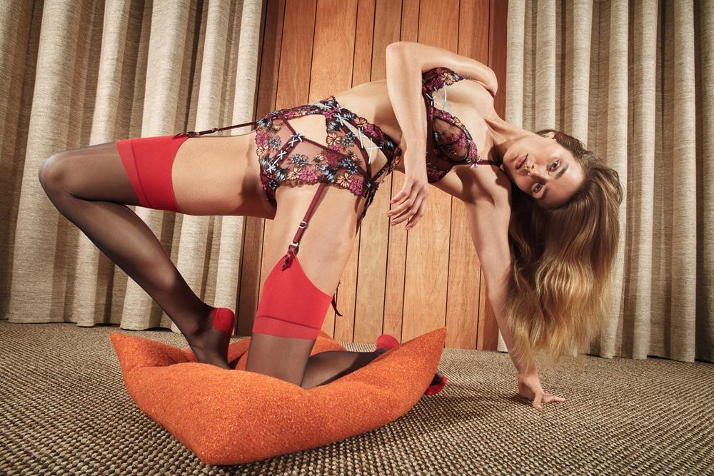 Agent Provocateur lança campanha inspirada no fetiche por pés (Foto: Reprodução/Mario Sorrenti)