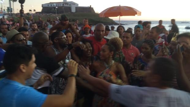 Confusão na chegada de Thaís Araújo e Lázaro Ramos (Foto: EGO)