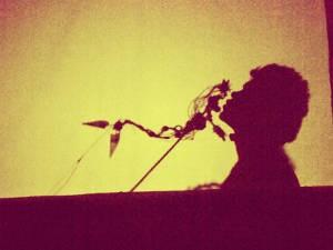 Personagens poéticos se encontram com Dom Quixote em cenário ilusório. (Foto: Divulgação/Luciana Medeiros)