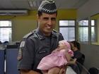 PM orienta mãe a fazer resgate de bebê (Divulgação/ Polícia Militar)