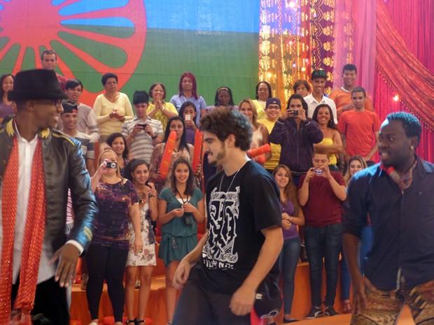 Ao lado de Douglas Silva e Mumuzinho, o ator arrasa no funk (Foto: Esquenta/TV Globo)