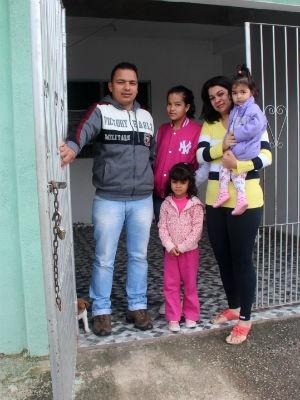 Wallace mora com a família em casa alugada em Votorantim (Foto: Jomar Bellini / G1)